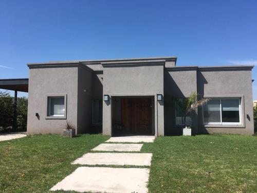 Casa En Venta Con Renta B. Cerrado P. Del Este Sta Guadalupe