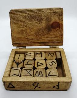 Runas Madera + Caja Artesanal 13,5 Cm X 9,8 Cm