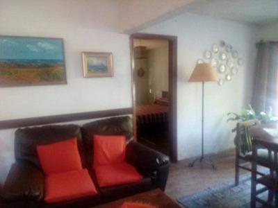 Chalet 3 Dormitorios ,servicio, Amplio Terreno. Apto Banco