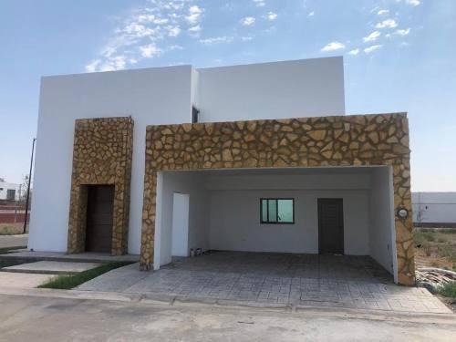 Casa Sola En Venta Fracc. Villas Del Renacimiento