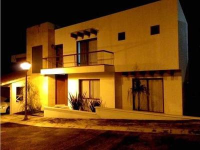 Casa Sola En Venta Fracc. Los Cedros