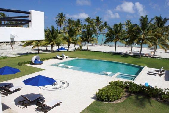 Lujosa Villa De Dormitorios Con Playa Y Piscina. Cap Cana