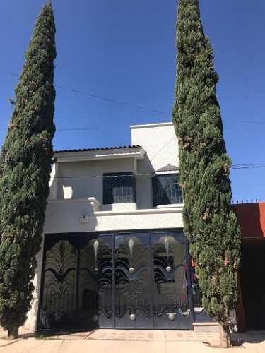 Casa Amplia En Calle Tranquila (cerrada)
