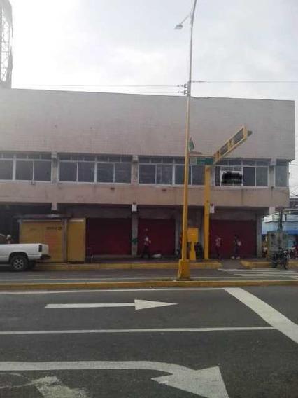 Edificio Comercial De 3 Niveles, Ubicado En La Av. Lara De V