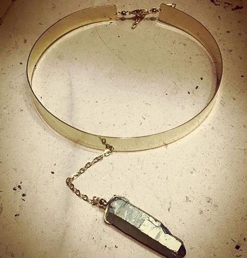 Choker De Chapa Oro De 18k Con Un Cuarzo