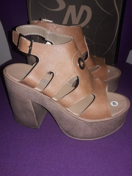 Sandalias De Mujer Con Plataforma N° 40 Color Suela
