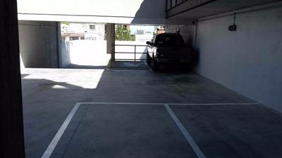 Muy Cómodo Lugar De Garaje, 2 Portones Automáticos
