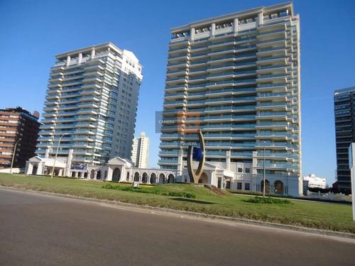 Edificio De Lujo, A Metros A La Mansa Y De La Brava- Ref: 2135
