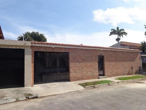 Casa En Venta En Trigal Centro, Valencia Carabobo 20-3355 Em