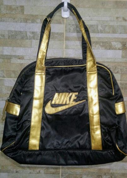 Cartera Nike Negra Con Detalles En Dorado