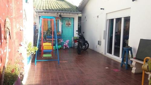 Dos Unidades En Block De 3 Ambientes C/u Por Pasillo Al Fondo. Zona San Carlos. Apto Crédito.