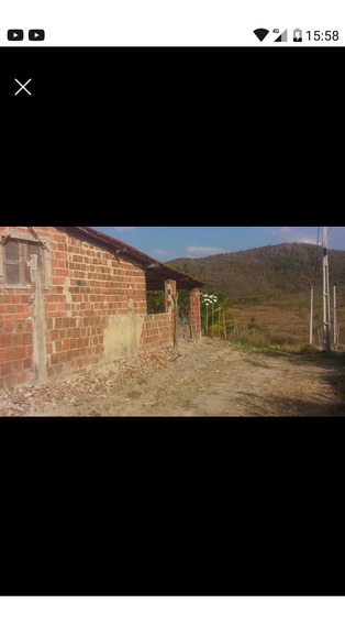 3 Quartos,2 Banheiros,sala,cozinha,garagem,quintal.........