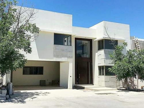 Casa Residencial En Las Trojes En Torreon