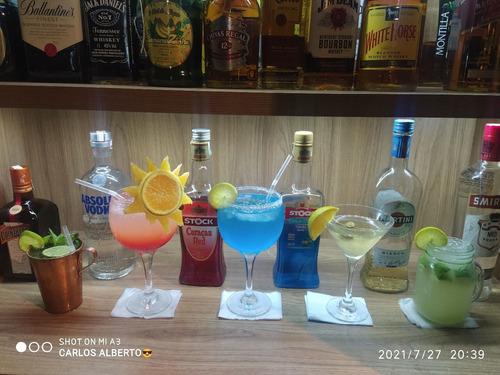 Imagem 1 de 3 de Barman Ou Garçom (disponível)