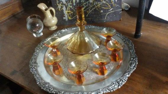 Licorera Con 6 Copitas . Cristal Ámbar