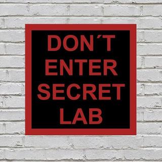 Placa Decorativa Dont Enter Secret Lab 18x18 Com Autocolante