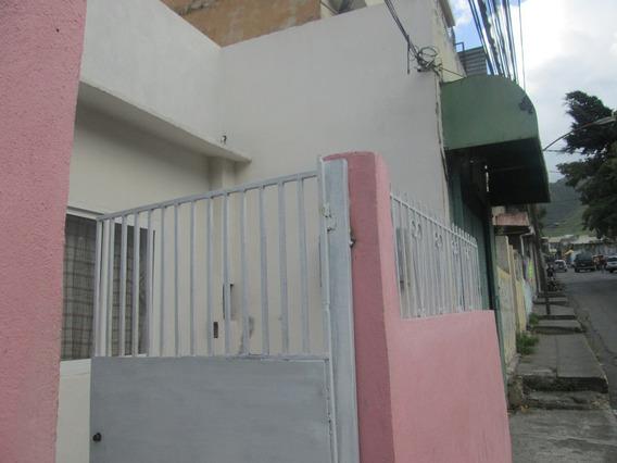 Casa De 4 Habitaciones Y 3 Baños, Potencial Comercial