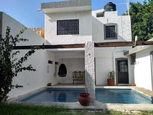 Casa En Renta Con Alberca Y Amplio Jardín, Totalmente Amueblada, Cochera Techada