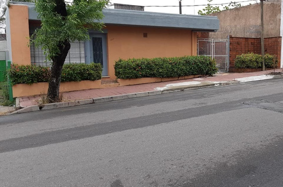 Vendo Casa En Impecable Estado ,zona Muy Segura.-