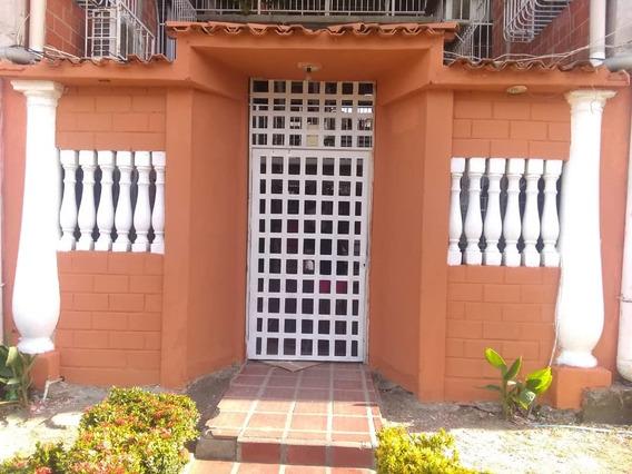 Bello Apartamento En Venta / Yoseline Pedra / 04243366172