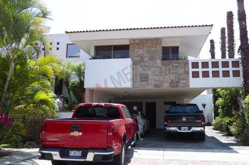 Exclusiva Residencia De Lujo En El Condominio Royal Country, En La Zona Puerta De Hierro/royal Country, Zapopan