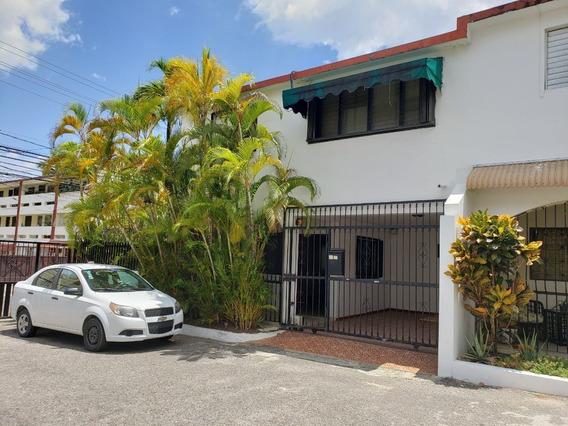 Casa En La Zona Univeritaria, Conjunto Cerrado, 2 Niveles, 3 Hab