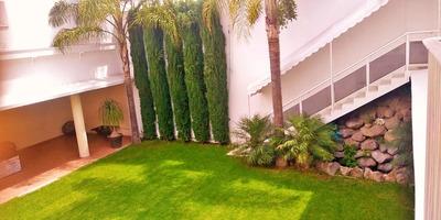 Hermosa Residencia Con Squash Y Gran Jardín