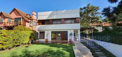 Excelente Casa De 3 Dormitorios En Venta En La Florida. Gran Jardín, Piscina Y Vista Parcial Río.