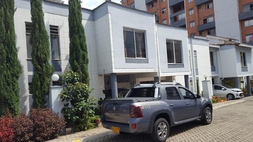 Casa De 4 Habitaciones Mas Servicio 127mt2 2 Nivel,2 Patios