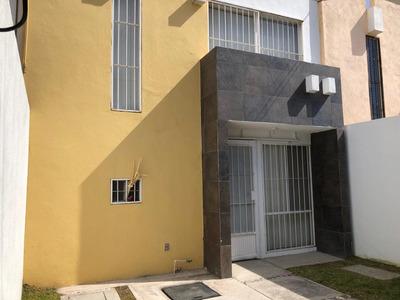 Casa En El Cantar Celaya 3 Recamaras, 2 1/2 Baños, Estudio