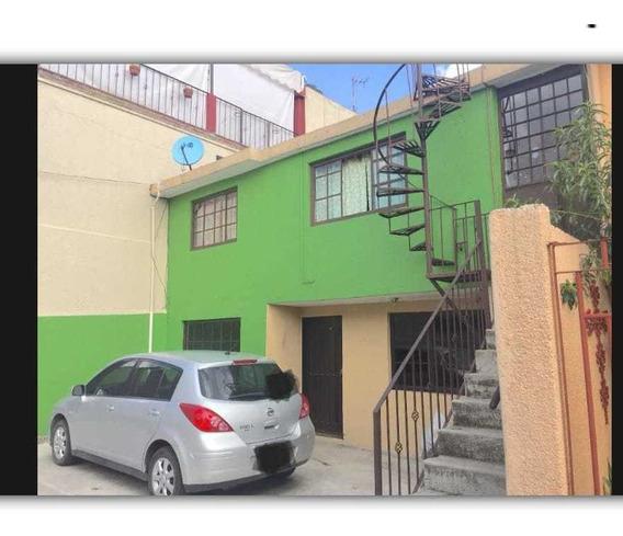 Casa Desarrollada En Dos Niveles Dentro De Condominio