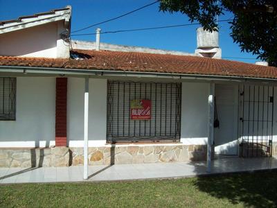 Casa En Alquiler: 3 Amb. C/cochera: Faro A 2 Cuadras Del Mar