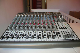 Consola Beringher Xenyx 2442 Fx - 16 Canales