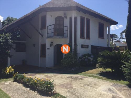 Casa En Venta En Pinares!!- Ref: 214973