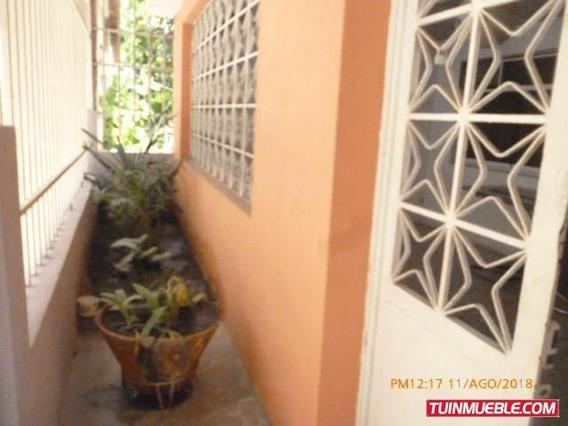 Casa En Venta En Las Mercedes La Victoria Cod 19-314