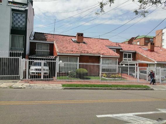 Venta Excelente Casa Bogota Cedro Golf Remodelada, Garajes