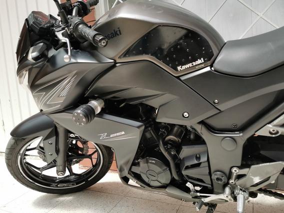 Hermosa Moto Kawasaki Z250 Mod 2016 Color Negro - Gris