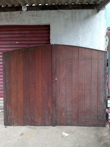 Imagem 1 de 4 de Vende Se Um Portão . Nunca Foi Usado Madeira Pura De Lei
