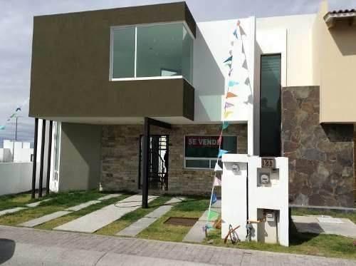 Hermosa Casa En El Mirador, 3 Recámaras 2.5 Baños, Roof.