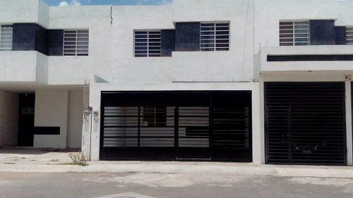 Venta Casa Dos Plantas, 3 Recamaras. Fraccionamiento Lomas De Oriente