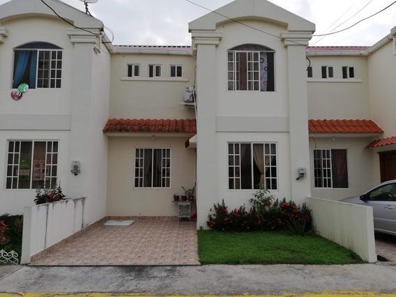 Casa En Urbanización 2 Plantas En Santa Rosa - Negociable