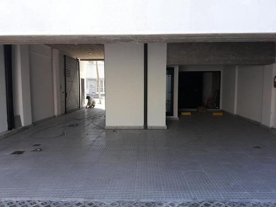 Cochera Cubierta En Edificio Santiago Del Estero Al 3300 Esq. Saavedra