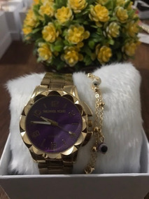 Relógio De Pulso Dourado Fundo Roxo Com Pulseira E Caixa