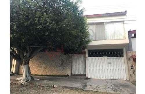 Casa En Venta En La Colonia El Mirador, A Unos Pasos De La Avenida 12 Poniente