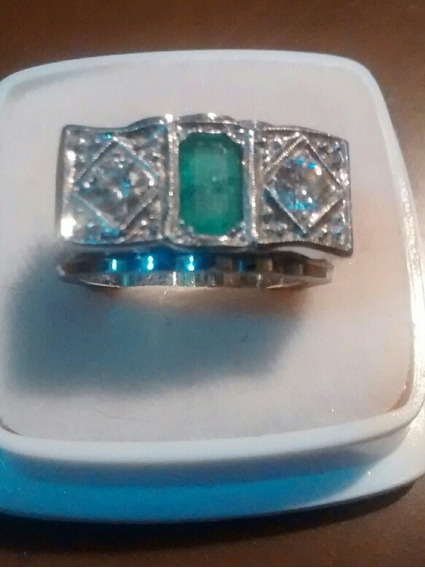 Anillo Tresillo Oro Blanco 10 Kilates Diamantes Y Esmeralda