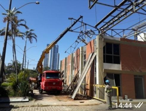 Remoção E Transporte De Máquinas Com Caminhão Munck