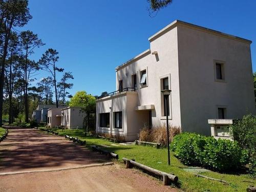 Alquiler Temporario Casa 2 Dormitorios En Pinares Ref 761