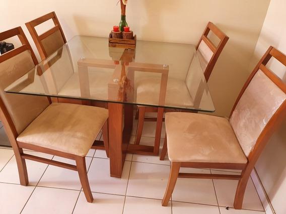 Mesa De Madeira E Tampo De Vidro Com 4 Cadeiras Estofadas
