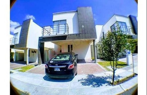 Moderna Y Ubicada Casa En Residencial Del Parque Zona Mirador