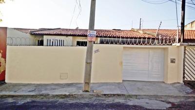 Casa Com 3 Quartos Na Cidade Dos Funcionários, Garagem